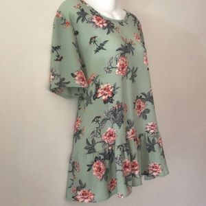 🌺BOUTIQUE REPOSH SAGE GREEN FLORAL PEPLUM TUNIC🌺